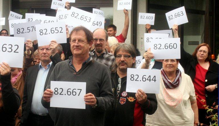 Vor der Bildungsstätte GladenbachSolidarität, Zusteller, Krankenhäuser Juni 2015