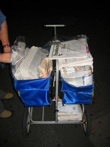 Zeitungszustellung Handkarre